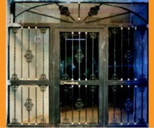 Portal con rejas