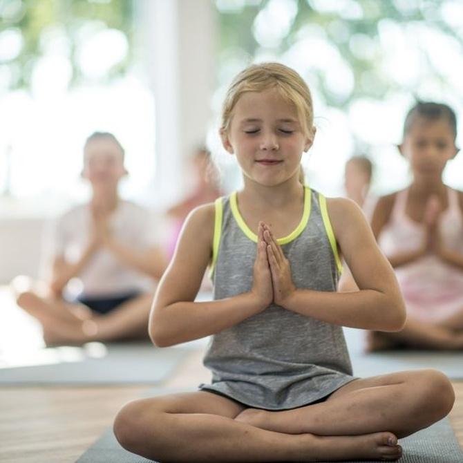 Ni fútbol ni ballet: mi hijo hace yoga