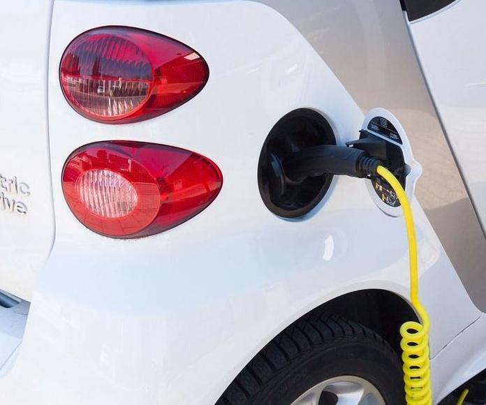 Parking coches eléctricos con servicio de recarga