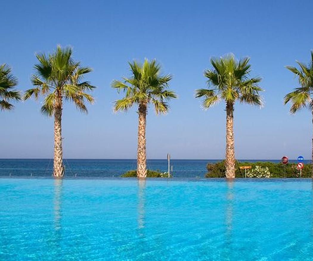 ¿Puede ser peligroso bañarse en una piscina sucia?