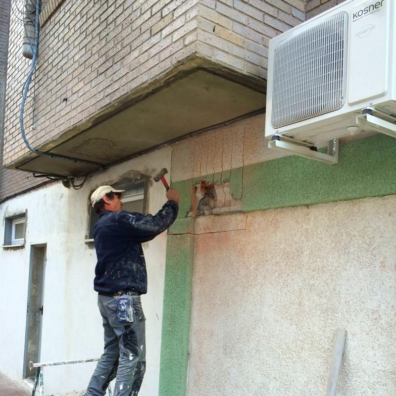 Apertura de hueco y brozas para la colocación de conductos de ventilación.