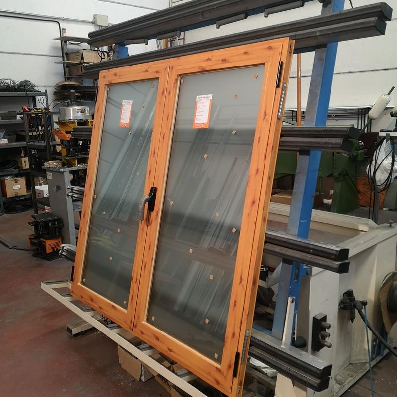 Ventana de aluminio imitación madera
