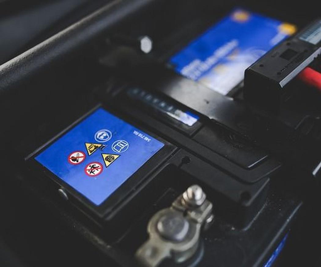 Las causas más habituales por las que se descarga la batería de tu coche