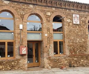 Puertas y ventanas de madera en Aneto, Zaragoza
