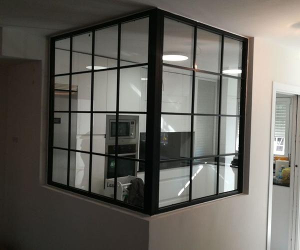 puerta de hierro acristalada estilo industrial