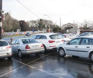 Amplio parking en el aeropuerto de Santiago de Compostela