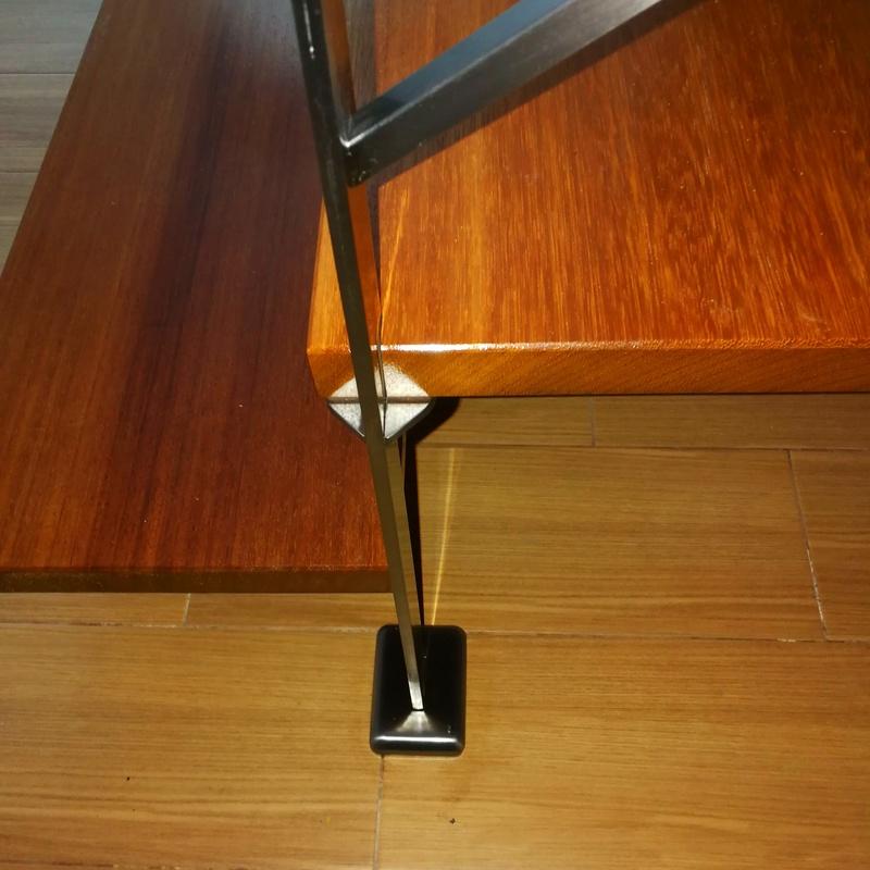 Barandilla de acero inoxidable diseñada y fabricada a medida para vivienda particular.