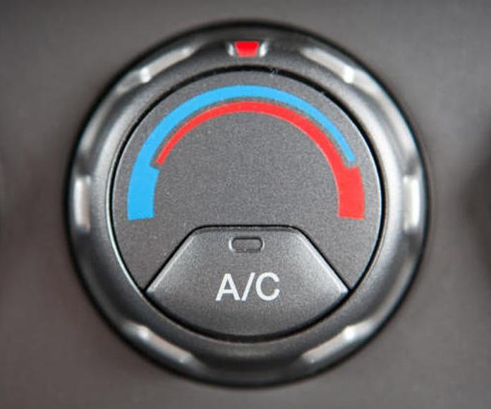 Carga de aire acondicionado: Servicios de taller de Talleres Sanburauto