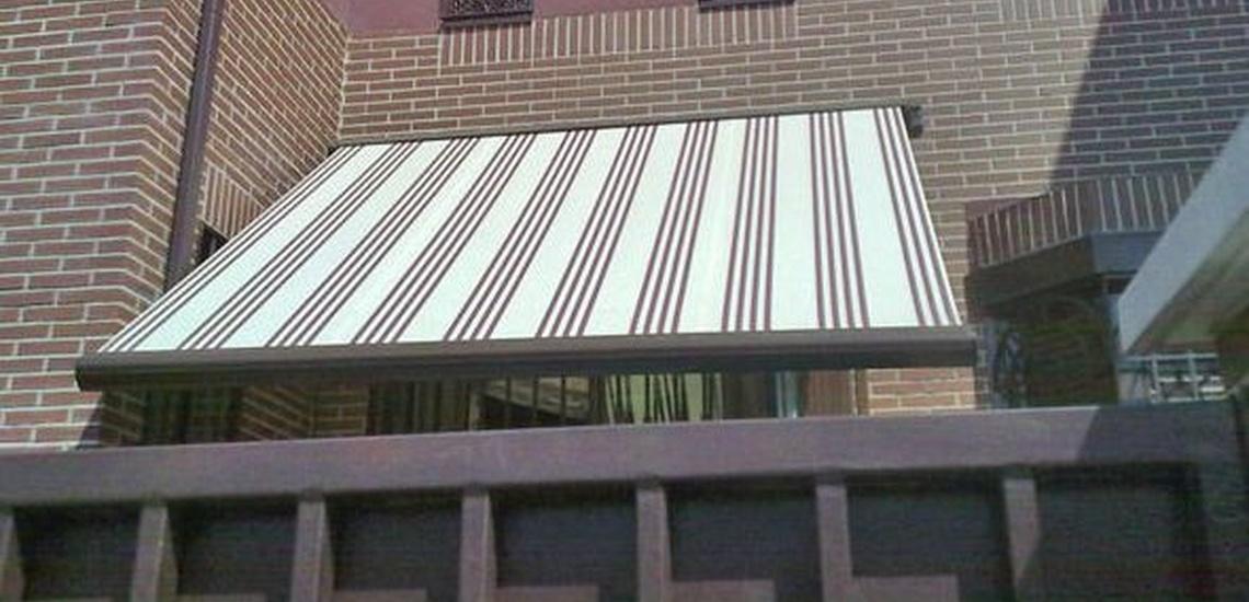 Montaje de toldos a medida en Aravaca, Madrid, para ventanas, balcones, jardines y patio