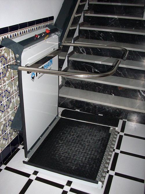 Fabricación de salvaescaleras de plataforma inclinada