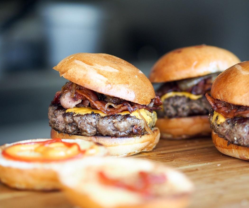 ¿Cuál es el origen de las hamburguesas?