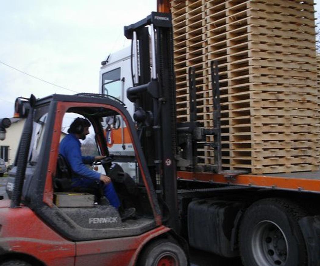 Las ventajas de usar palets para mover la mercancía