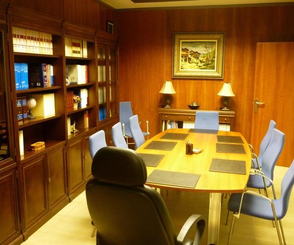 Sala de reuniones en la Notaría José Miguel Avello en Zuera (Zaragoza)