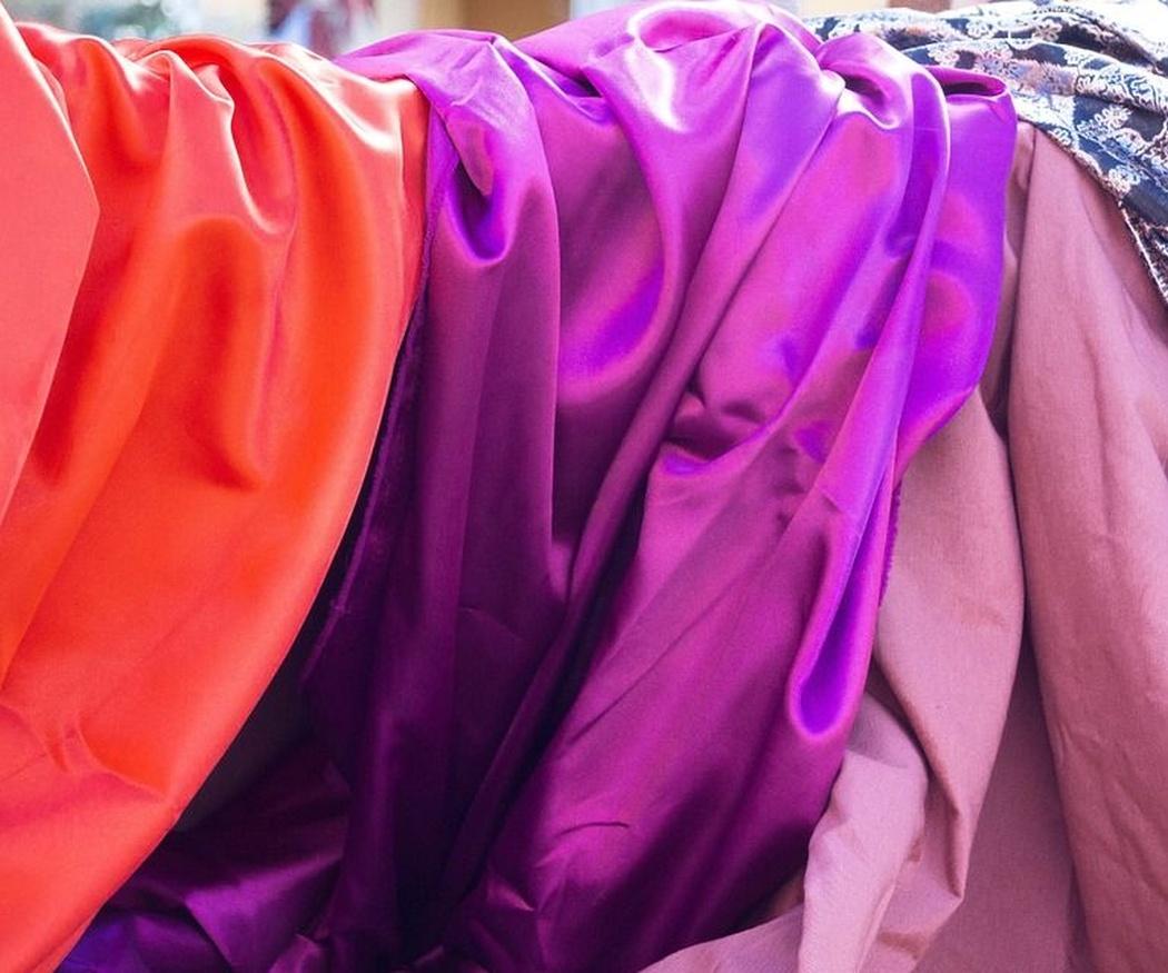 Trucos para coser una prenda de seda