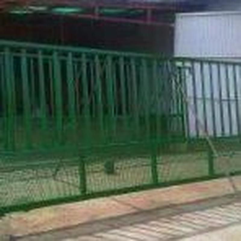 Puerta corredera para finca de viñedos.