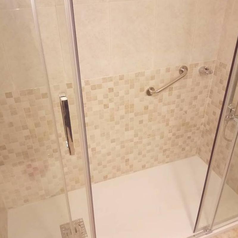 """""""STOP CAIDAS """" Instalación de  ducha antideslizante: SERVICIOS de Gres Astur"""
