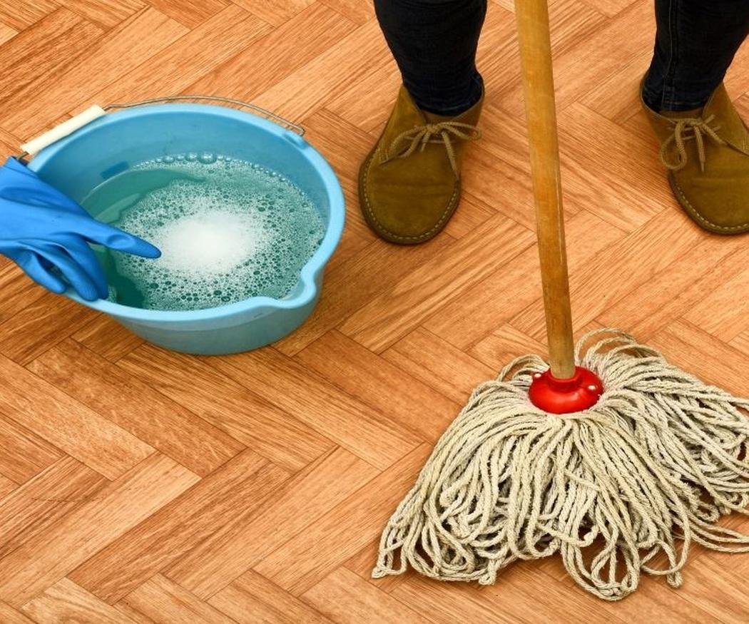 ¿Sabes cómo se limpia el suelo de madera?
