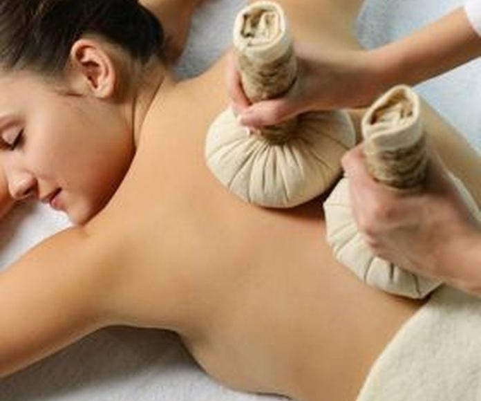 Masaje relajante con pindas aromáticas: Cursos de formación de Fusellas