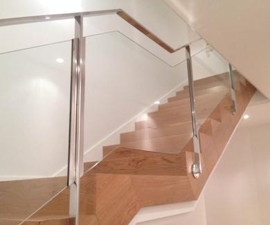 Escaleras de acero inoxidable y cristal