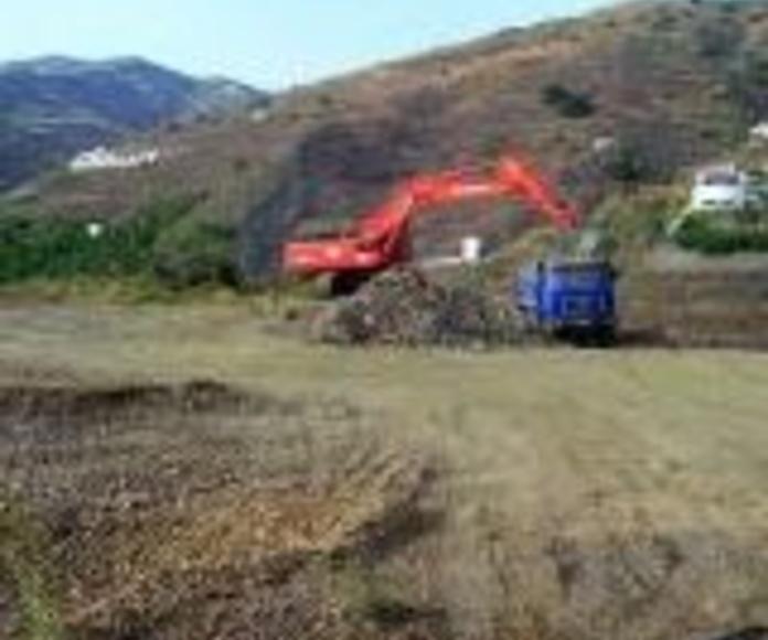 Excavaciones y movimientos de tierra: Productos y servicios de Alquileres Frías Málaga
