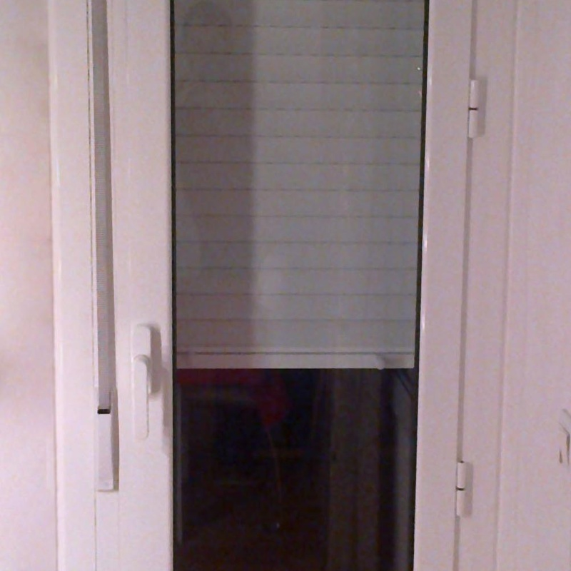 Puerta de una hoja practicable con persiana incorporada