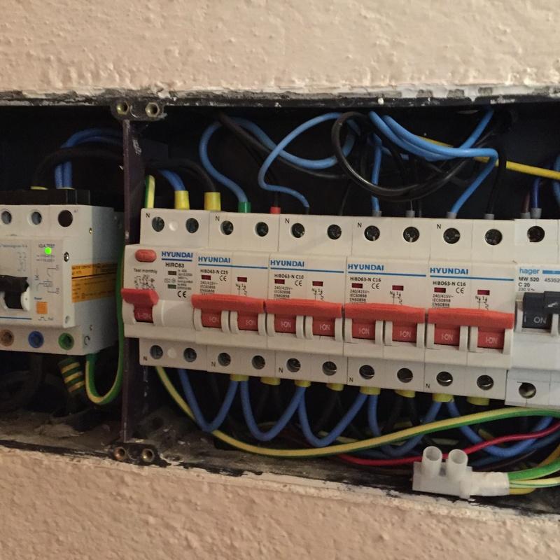 Electricidad en viviendas y comunidades: Servicios de ALDA Instalaciones