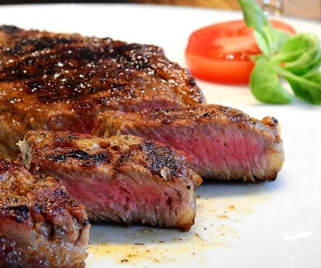 ¿Cómo cocinar correctamente la carne a la brasa?