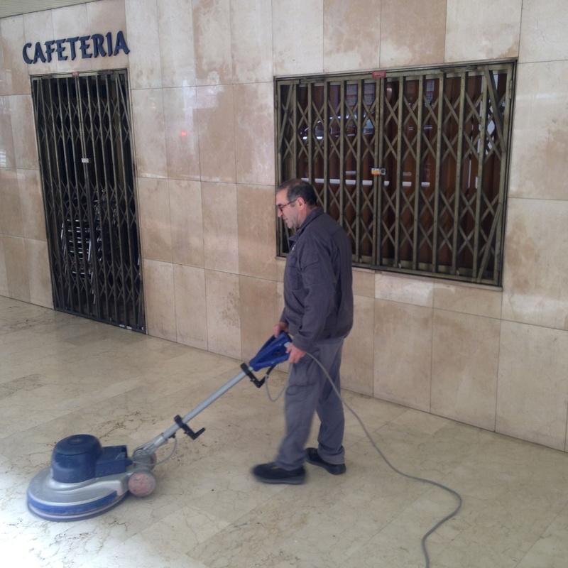 Abrillantamiento y pulido de suelos: Servicios de Limpiezas Elym