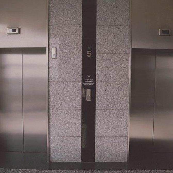 Cómo debe realizarse la limpieza de los ascensores en oficinas