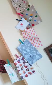 Bolsas-sobre de tela de corazones by Lira.