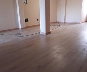 Instalación de Suelo Laminado AC5/33, Serie Real wood de la marca Gold Laminate. Instalador de pavimentos, tarimas y suelos laminados en la Costa del Sol y el Campo de Gibraltar. www.instaladordetarima.com