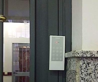 ¿Cómo puedo saber quién llama a la puerta cuando no estoy?