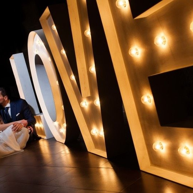 Alquiler de letras y piezas luminosas para eventos: Decoración de eventos de DeMadera Chic