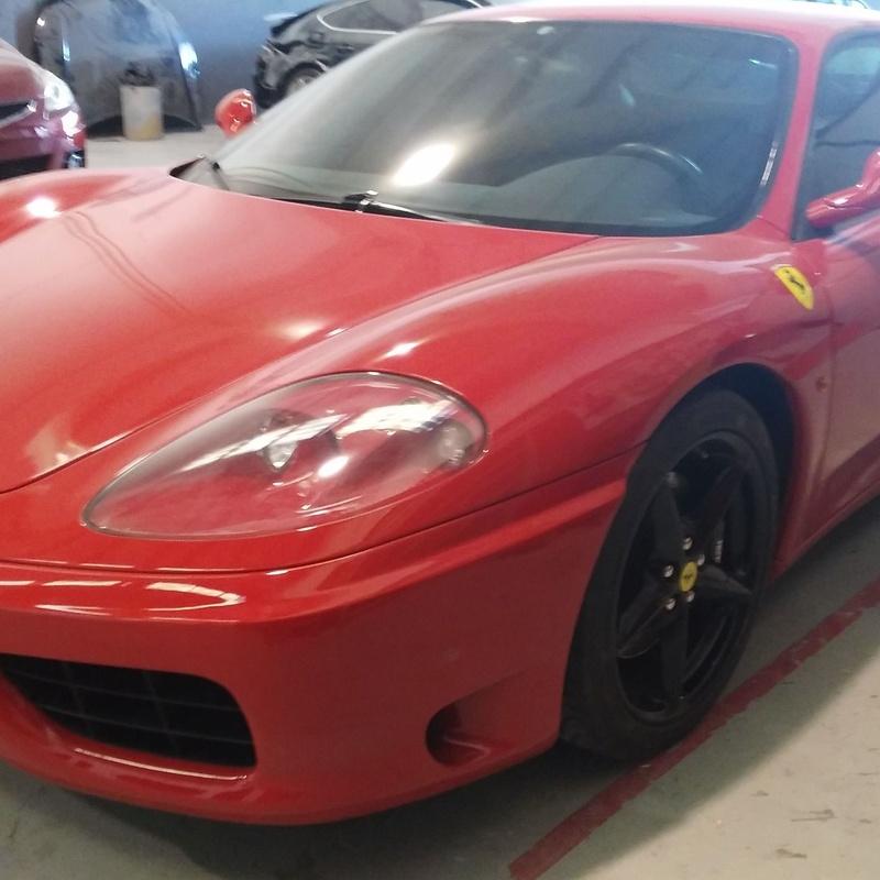 Reparación de Ferrari: Servicios de Plancha y Pintura Rafael Gascón