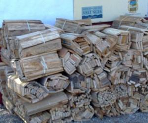 Leña cortada para hogares en Valencia