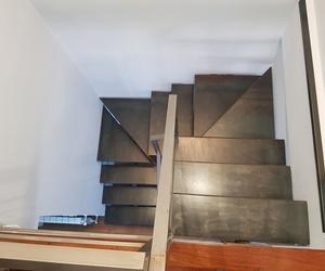 Escalera de zanca central