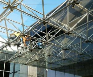 Limpieza de fachada acristada en altura