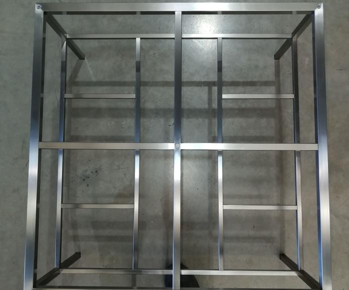 Mesa de acero inoxidable de diseño por encargo.