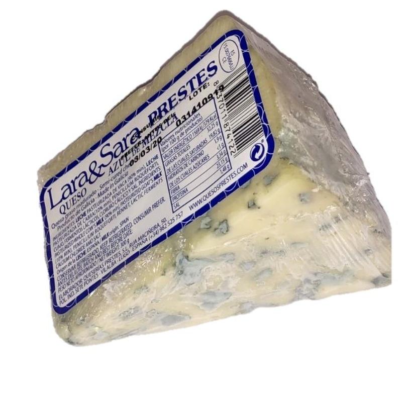 Lara e Sara mesturando queixo azul: Produtos de Manxares da Chaira, S.L.