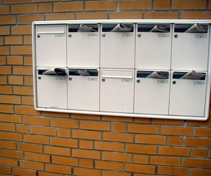 BUZONES: Servicios de Exposición, Carpintería de aluminio- toldos-cerrajeria - reformas del hogar.