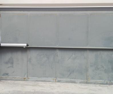 Automatización de puerta batiente residencial motor electromecánico largo en Torrente Valencia
