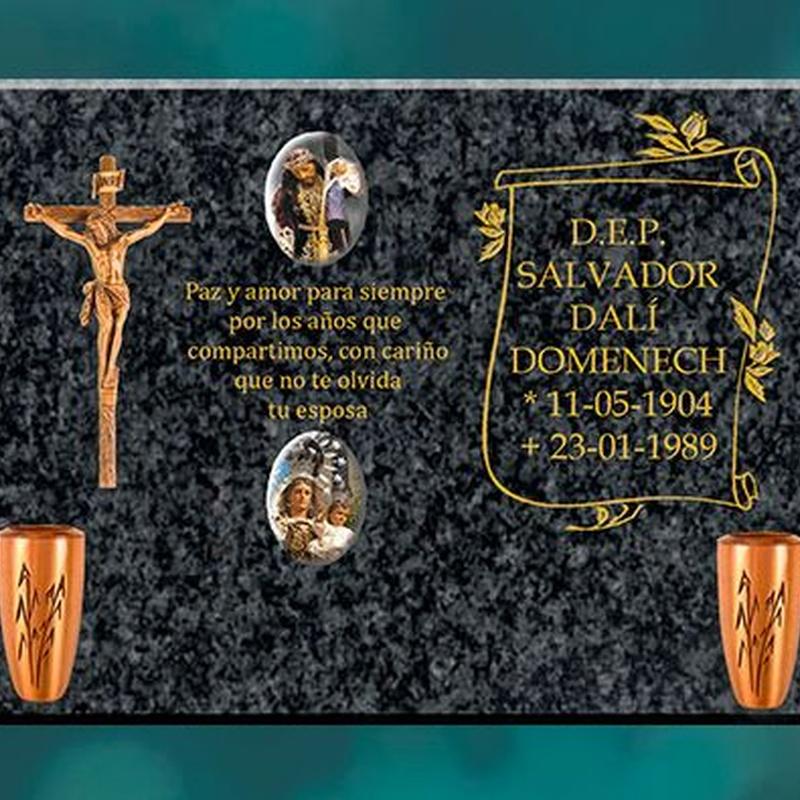 Lápidas negro Sudáfrica: Productos y servicios de Funeraria El Platero