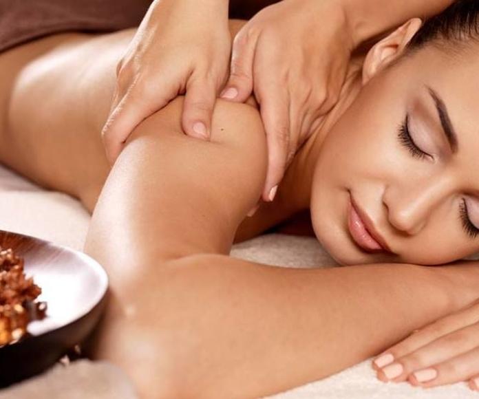 Masaje relajante o revitalizante con aromaterapia: Tratamientos y productos de Lipostetika Unisex