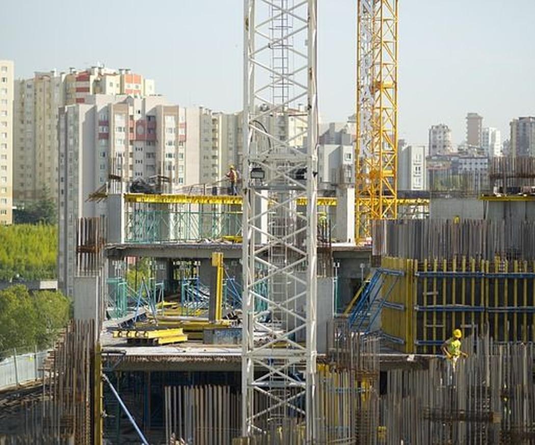Equipo básico para trabajadores de reformas en fachadas