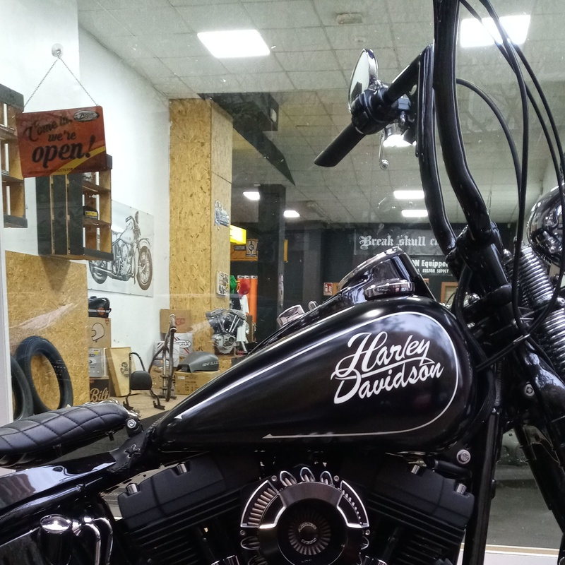 Harley davidson , crossbones , bobbers , choppers , motorcycle , transformacion harley davidson , harley davidson valencia , personalizar moto custon , personalizar harley davidson