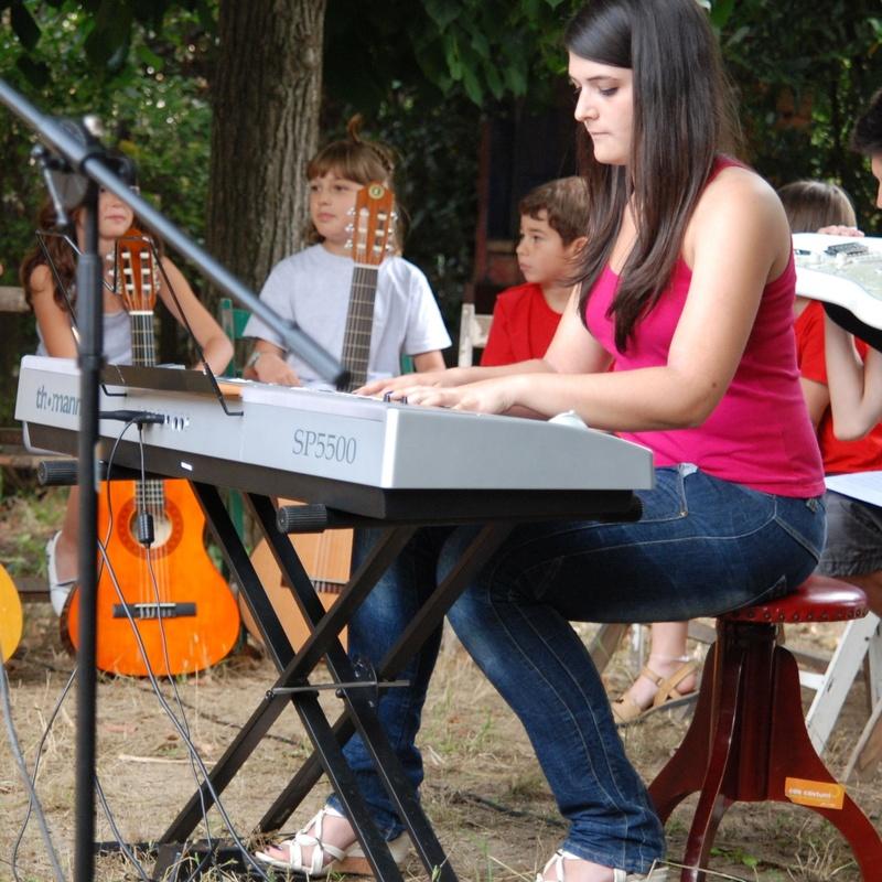 Instrumentos i canto: Escuela de música i Expresión  de Can Canturri