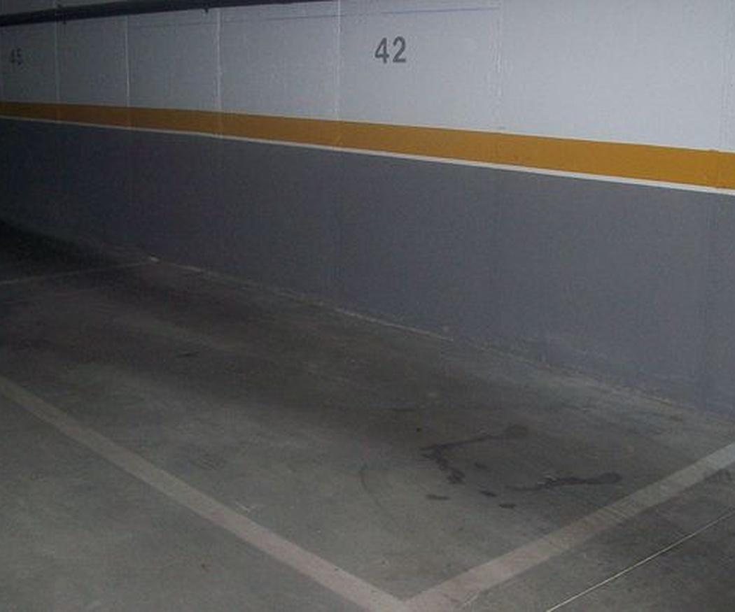 ¿Qué hacemos con el vecino que usa su plaza de garaje como un trastero?