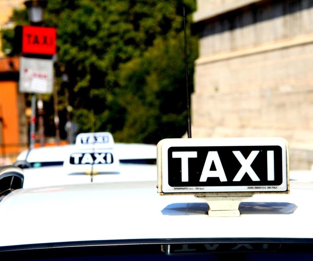 Servicios urgentes a través del taxi