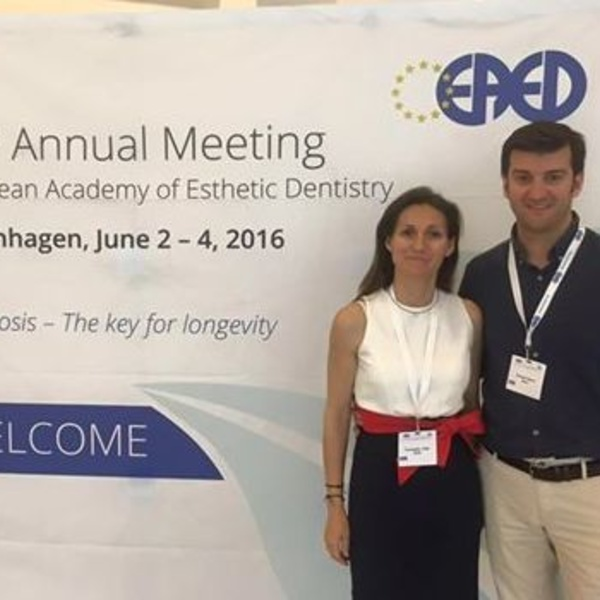En el congreso de la European Academy of Esthetic Dentistry.