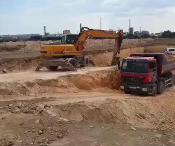 Grúas de construcción, excavaciones y transportes Joaquín y Domingo